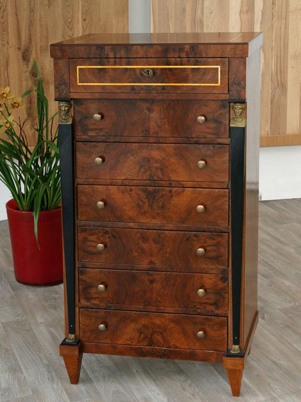 Antiker Möbelbau 02