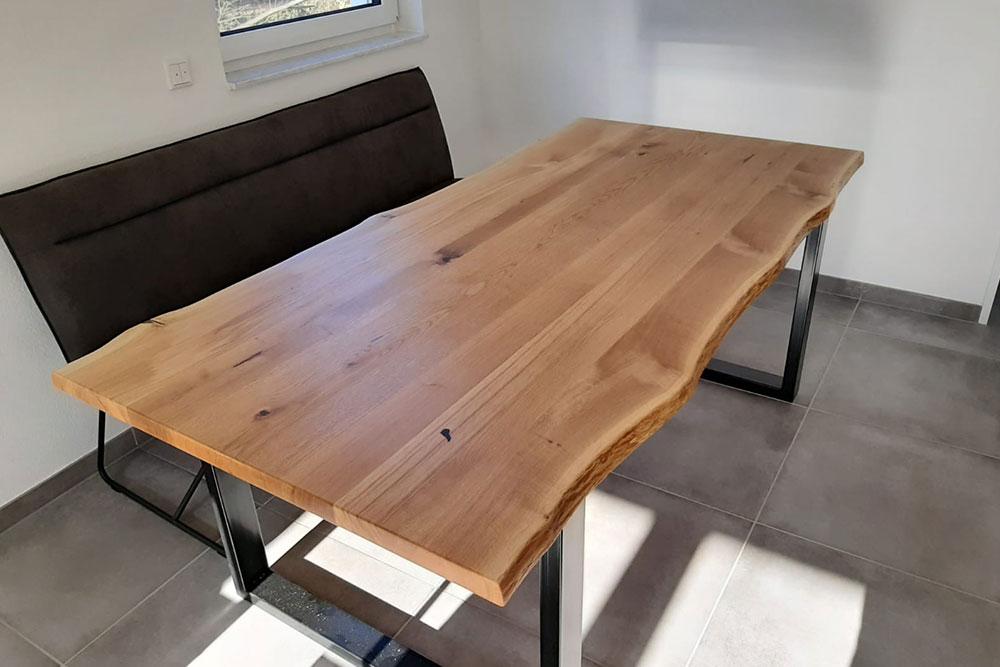 Esstisch mit Waldkante 04